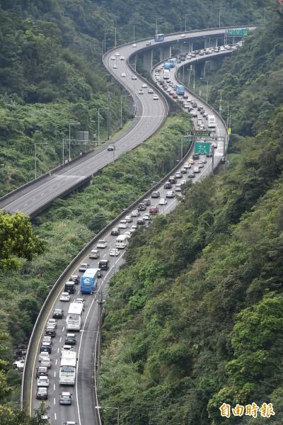 清明連假首日國道塞 高公局:中午過後將再湧現車潮