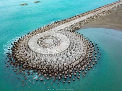 台灣最美消波塊! 他在漁光島空拍出「美麗的音符」