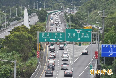 清明國道清晨就紫爆 出門留意這些塞車路段