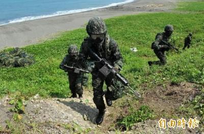 盼能以台灣人活著...女大生憂被統一 軍人7字霸氣暖回