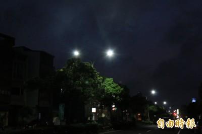 竹南鎮推點「光明燈」 600元認養路燈照亮回家路