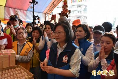 白沙屯媽祖進北港 逾10萬信眾迎接 蔡總統隨香步行數公里