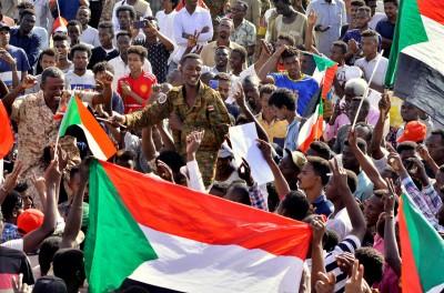 推翻獨裁總統就能換來和平?蘇丹政變3日 至少16人死亡