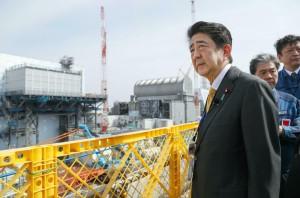 未穿防護衣視察福島核電廠 安倍晉三:努力消除負面印象