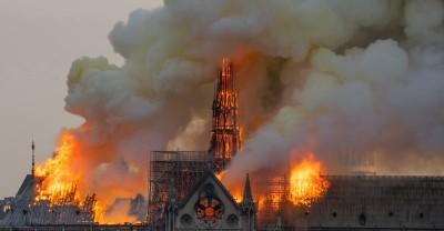 巴黎聖母院大火 救災英雄衝入火場救回無價文藝瑰寶