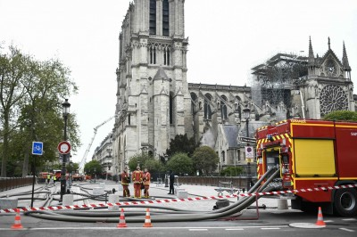 400消防奮鬥9小時 巴黎聖母院火勢撲滅