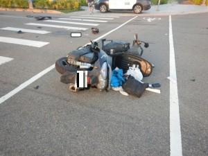 碰!休旅車凹陷 機車輪噴飛50米騎士命危