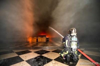 聖母院大火肆虐15小時 救災驚險畫面曝光