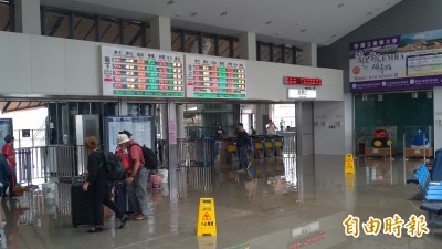 花蓮強震》台鐵花蓮至北埔間電車線歪斜搶修中 列車暫停