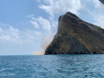 不敵6.1強震 龜山島龜首岩壁崩塌