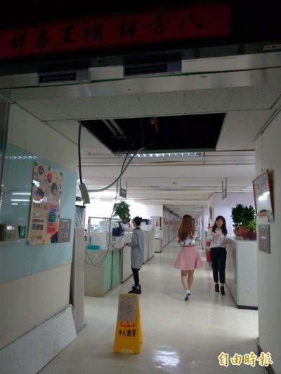 規模6.1地震強襲 北市府大樓天花板、輕鋼架掉落