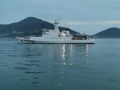 中國漁船丟石頭拒檢  馬祖海巡隊震撼彈回擊