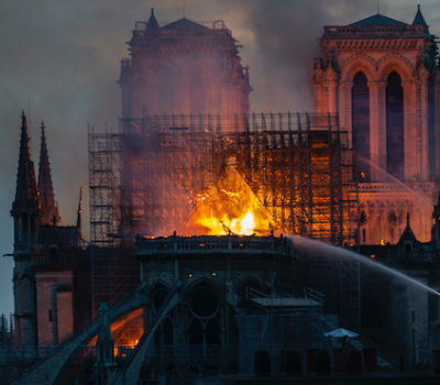 巴黎聖母院大火 網友PO圖稱耶穌顯靈