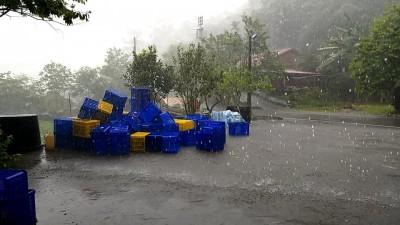 風馳雷擎!颮線靠近西台灣 嘉義阿里山狂炸冰雹雨