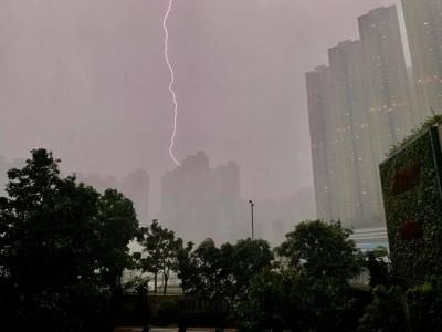 香港1小時7千道閃電 男子登山疑遭雷劈亡