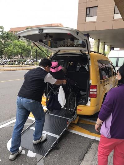 台灣即將進入超高齡社會 立委爆:通用計程車僅1%