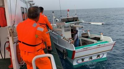 船長昏迷任漁船漂流…海巡隊急馳援救命