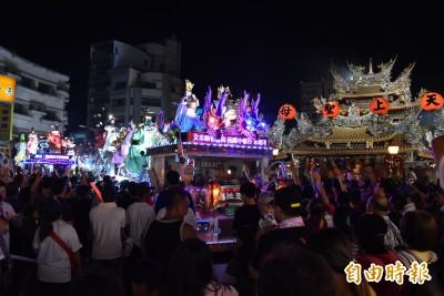 北港真人藝閣遊街 民眾大讚:台版迪士尼花車遊行