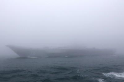中國海上閱艦遇到大霧 習近平「看不艦」