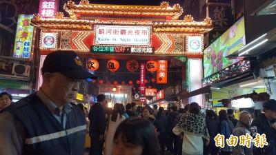 強國女子無賴霸占櫃檯 網:想吃台灣「免錢飯」