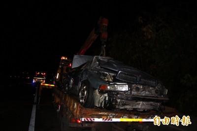 疑國道追撞爆糾紛 2人棄車攀邊坡逃逸