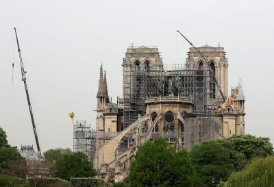 巴黎聖母院工人違反禁菸令 業者稱:菸蒂不可能是起火原因