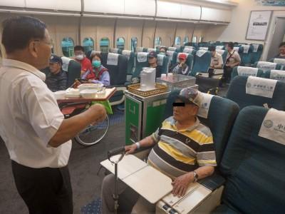 啟航了!體驗搭機之旅 護理之家長輩備感新鮮