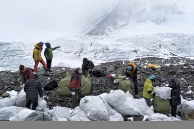 聖母峰大清掃 尼泊爾2週清出3噸垃圾