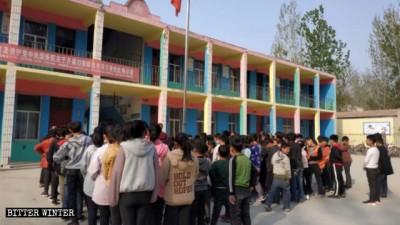 扼殺宗教「從娃娃抓起」 中國小學生被迫參與反宗教行動