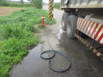 免錢的最貴!聯結車司機偷接消防栓水 付5萬4換緩起訴