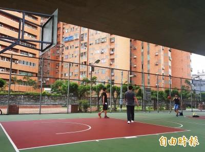 籃球噪音擾大樓社區 里長伯勸說遭球友大小聲