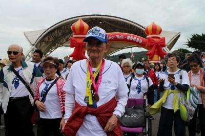 2000長輩上街健走 百歲人瑞連6年參與