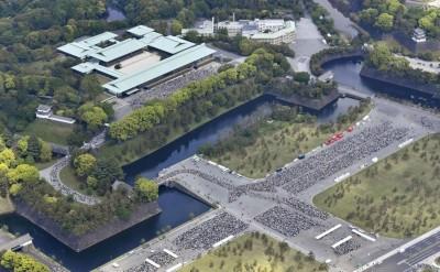 上任後首次露面!參賀德仁天皇 14萬人從皇居排到東京車站
