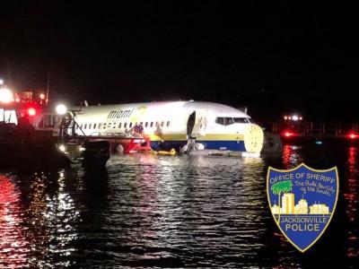 美國波音737降落衝出跑道墜河 驚傳有多人受傷