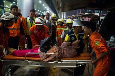 孟加拉客機滑出跑道斷3截  幸機上33人全數生還