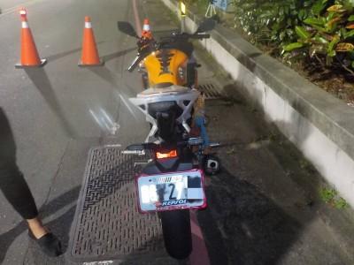 愛騎快車又怕吃罰單 車牌貼反光貼紙男子遭罰