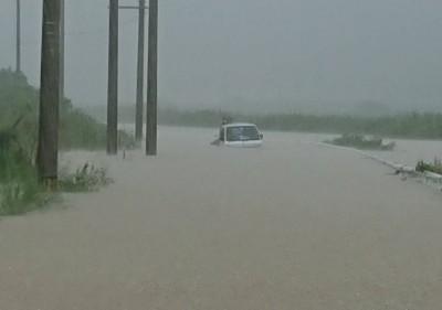 50年一度! 日本離台灣最近島嶼遭暴雨襲擊