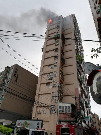 淡水社區高樓火警 警消調查是否縱火