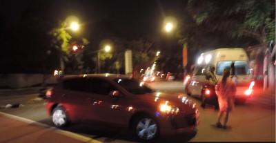 疑搶快闖紅燈 騎車雙載女大生被撞噴飛