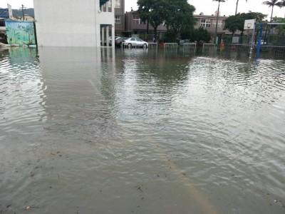 雨勢驚人!竹北鳳岡國中停課 湖口國小週六校慶延期