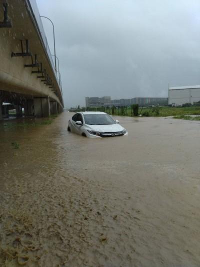 新屋最大時雨量達93mm 宣洩不及淹水嚴重