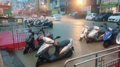 雨彈來襲!4縣市大雷雨警示 新竹多處傳積淹水