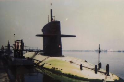 潛艦耐航訓練曾創32天紀錄 上浮返港時甲板佈滿這個東西...