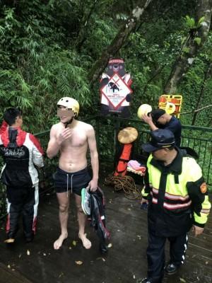 荷蘭遊客玩水拍照滑落瓦拉米山谷 救難人員助脫困