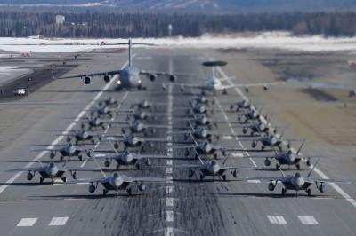 美、中戰機秀「大象漫步」 差距一眼看出...
