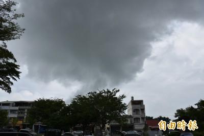梅雨來襲逢大潮 雲林中午過後防雨炸