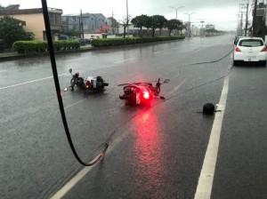 大雨炸台中 男騎士遭掉落高壓電線電擊命危