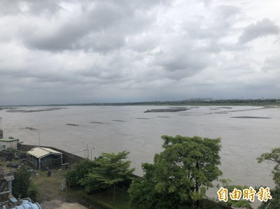 高屏溪原水濁度飆高 急調南化聯通管供水