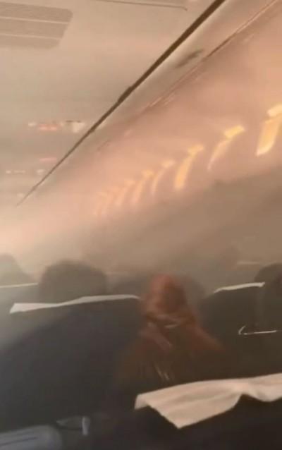 嚇死人!曼谷飛無錫航班客艙內突冒煙 驚人畫面曝光