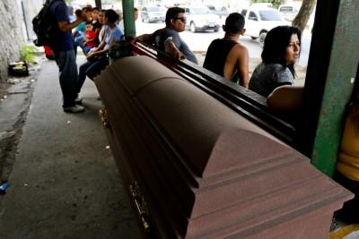 慎入!男入棺下葬4年 傳遺體被挖出完好如初還能站